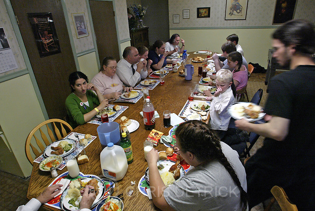 Salt Lake City,Utah--6/12/2005- .**ZONES**.Members of the Rushton family gather together for dinner Sunday afternoon.  .Photo By: Chris Detrick /Salt Lake Tribune.