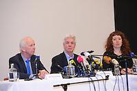 SCHAATSEN: FRIESE ELFSTEDENTOCHT: Leeuwarden, Elfstedentocht persconferentie, IJsmeester Jan Oostenbrug, Elfstedenvoorzitter Wiebe Wieling, ©foto Martin de Jong