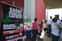 SAO PAULO, 15 DE MARCO DE 2013 - PROTESTO SAUDE - Funcionarios dos serviços públicos de saúde fazem manifestação no vão livre do MASP na manha desta sexta feira, 15.  A classe reclama por atualizações salariais, jornada de trabalho e sobre a má condição de hospitais. (FOTO: ALEXANDRE MOREIRA / BRAZIL PHOTO PRESS)