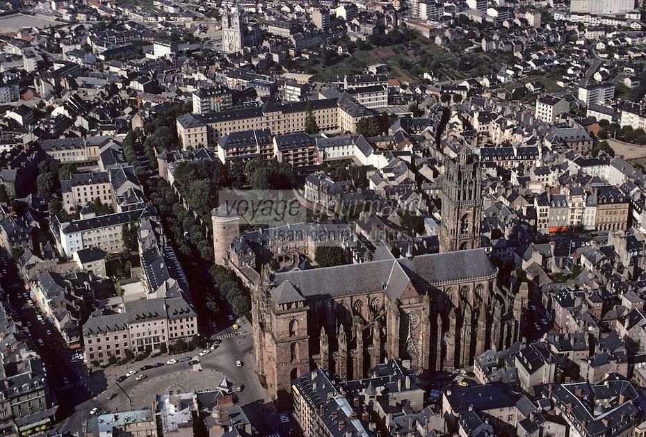 Europe/France/Auvergne/12/Aveyron/Rodez: La cathédrale Notre-Dame (architecture gothique - du XIIIème au XVIème siècle) Vue aérienne