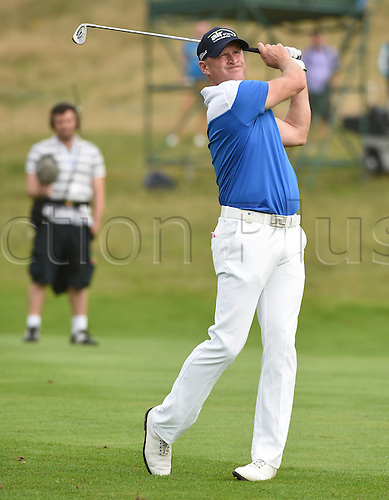 20.09.2014.  Newport, Wales. ISPS Handa Wales Open Golf. Day 3. Jamie Donaldson in to the green