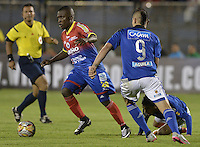 PASTO -COLOMBIA, 12-07-2015: Francisco Cordoba (Izq) jugador del Deportivo Pasto disputa el balón con Michael Rangel (Der) jugador de Millonarios durante partido por la primera fecha de la Liga Águila II 2015 jugado en el estadio La Libertad de la ciudad de Pasto./ Francisco Cordoba (L) player of Deportivo Pasto vies for the ball with Michael Rangel (R) player of Millonarios during the match for the first date of the Aguila League II 2015 played at La Libertad stadium in Pasto city. Photo: VizzorImage / Gabriel Aponte / Staff