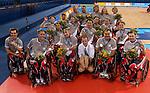 L'équipe canadienne de rugby obtient la médaille d'argent aux jeux paralympiques d'Athènes, elle a été vaincu par l'équipe de la Nouvelle-Zélande sur la photo l'équipe du Canada avec au centre le responsable du tournoi de rugby .  (Jean-Baptiste Benavent 25 septembre).