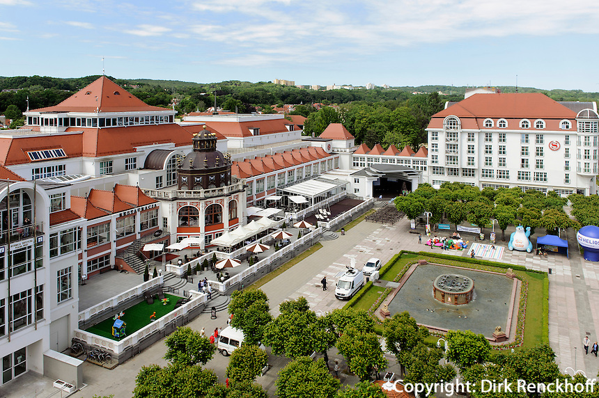 Kurhaus am Platz vor der Mole in Sopot (Zoppot), Woiwodschaft Pommern (Wojew&oacute;dztwo pomorskie), Polen, Europ<br /> aspa center in Sopot, Poland, Europe