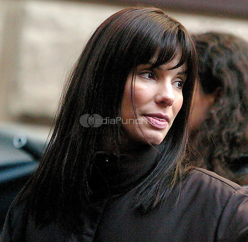 "Sandra Bullock on the Set of New Film ""Two Week Notice"" on 83st Between 1st and 2nd Ave in New York City Photo by: John Barrett/PhotoLink /MediaPunch"