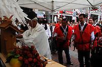 ATENCAO EDITOR IMAGEM EMBARGADA PARA VEICULOS INTERNACIONAIS -  SAO PAULO, SP, 31 DEZEMBRO 2012 - POLITICA - PREFEITO GILBERTO KASSAB FESTIVAL MOTI TSUKI MATSURI -  O prefeito Gilberto Kassab participa na manha desta segunda-feira(31) de seu ultimo compromisso politico realizado na Praca da Liberdade regiao central de Sao Paulo. O prefeito participou do Festival Moti Tsuki Matsuri, tradicional festival do bolinho japones. (FOTO: AMAURI NEHN / BRAZIL PHOTO PRESS).