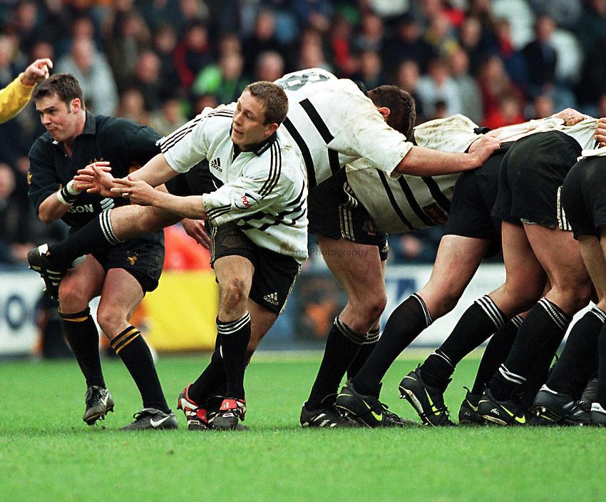 Photo. Richard Lane. .Wasps v Newcastle. 18/4/99..Jonny Wilkinson.