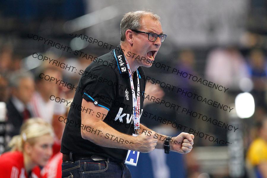 SERBIA, Belgrade: Denmark's national handball team coach Jan Pytlick during handball Women's World Championship semi-final match between Brazil and Denmark in Belgrade, Serbia on Friday, December 20, 2013. (credit image & photo: Pedja Milosavljevic / STARSPORT / +318 64 1260 959 / thepedja@gmail.com)