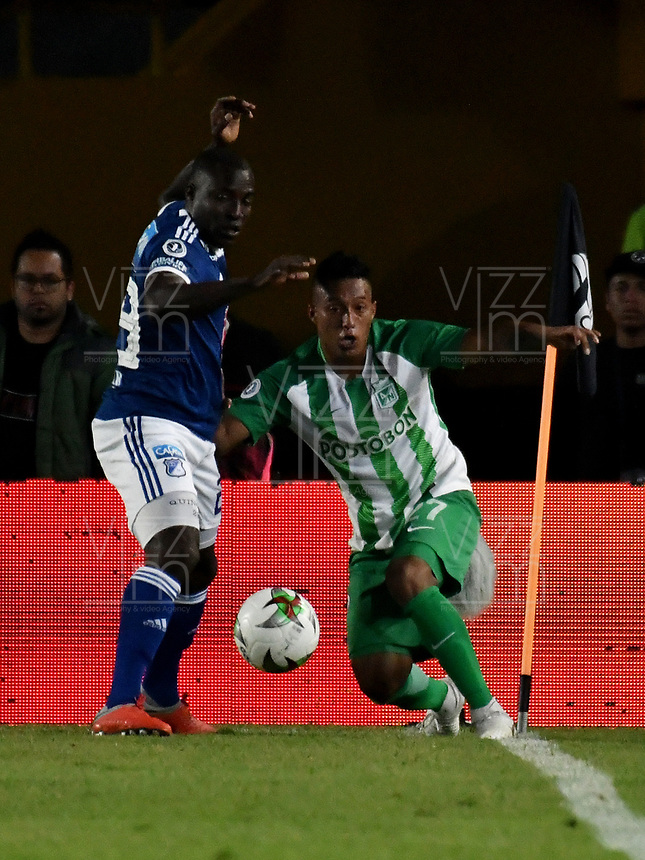 BOGOTÁ - COLOMBIA, 11-01-2019: Eliser Quiñones (Der.) jugador de Millonarios disputa el balón con Sebastián Gómez (Izq.) jugador de Atlético Nacional, durante partido entre Millonarios y Atlético Nacional, por el Torneo Fox Sports 2019, jugado en el estadio Nemesio Camacho El Campin de la ciudad de Bogotá. / Eliser Quiñones (R) player of Millonarios vies for the ball with Sebastian Gomez (L) during a match between Millonarios y Atletico Nacional, for the Fox Sports Tournament 2019, played at the Nemesio Camacho El Campin stadium in the city of Bogota. Photo: VizzorImage / Luis Ramírez / Staff.