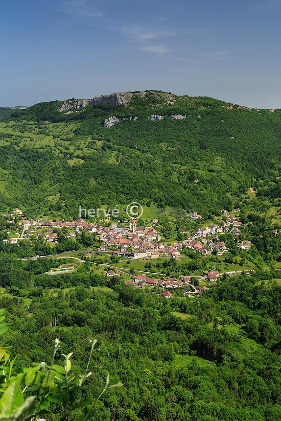 France, Doubs (25), Renédale, belvédère de Renédale, vue sur la vallée de la Loue et Mouthier-Haute-Pierre // France, Doubs, Renedale, belvedere of Renedale, view on the Loue valley and Mouthier Haute Pierre