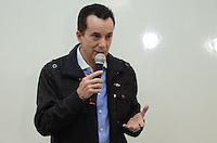 SAO PAULO, 14 DE AGOSTO DE 2012 - ELEICOES 2012 RUSSOMANNO - Candidato Celso Russomanno (PRB) durante visita ao Sindicato dos Professores e Funcionários Municipais de São Paulo – APROFEM, na tarde desta terca feira, regiao central da capital.  FOTO: ALEXANDRE MOREIRA - BRAZIL PHOTO PRESS