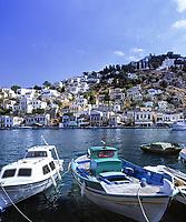 Griechenland, Dodekanes, Insel Symi, Chorio: mit ihren pastellfarbenen Haeusern | Greece, Symi Island, Chorio: with pastel-coloured buildings