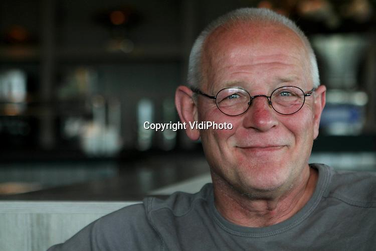 Foto: VidiPhoto..VEERE - Portret van journalist, columnist schrijver, dichter en fotograaf Cees Maas (1954) uit Veere, Zeeland..