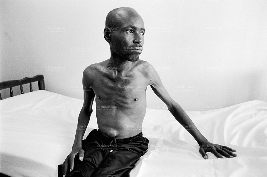 "Cameroon. Douala. ""L'Aquintinie"" hospital. Aids infection. A HIV Aids positive man following the anti-retroviral drugs treatment. His girl friend died two years ago from the same disease. © 2001 Didier Ruef"