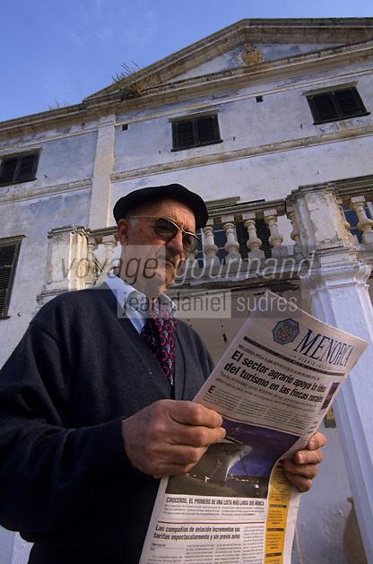 Europe/Espagne/Baléares/Minorque/Alaior : A la Finca Son Gall : Gabriel Segui lit son journal