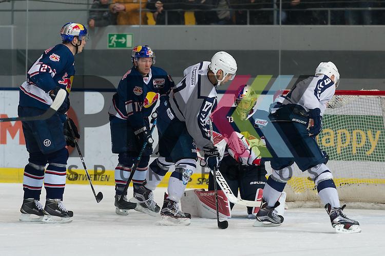 Eishockey, DEL, EHC Red Bull M&uuml;nchen - Hamburg Freezers <br /> <br /> Im Bild Thomas OPPENHEIMER (Hamburg Freezers, 17) und Morten MADSEN (Hamburg Freezers, 9) scheitern an David LEGGIO (EHC Red Bull M&uuml;nchen, 73) beim Spiel in der DEL EHC Red Bull Muenchen - Hamburg Freezers.<br /> <br /> Foto &copy; PIX-Sportfotos *** Foto ist honorarpflichtig! *** Auf Anfrage in hoeherer Qualitaet/Aufloesung. Belegexemplar erbeten. Veroeffentlichung ausschliesslich fuer journalistisch-publizistische Zwecke. For editorial use only.