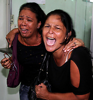 """MANAUS AM 29 03 2012 - VIOLENCIA HOMICIDIO PM - O soldado PM Marcos Pinheiro assassinou dois jovens no ultimo domingo dia 25. Na foto as maes de  Ewerton Felipe Dias, 18 anos e   Bruno Menezes de Souza, 18 anos  Eugenia Marreiro Dias e Francinete de Souza respectivamente choram noi IML de Manaus apos o reconhecimento do corpo de Bruno encontrado na tarde de quinta- feira (29) em area de matagal no Distrito Industrial 2, zona leste de Manaus.<br /> A série """"guerra esquecida"""", revela uma triste realidade da maior cidade do norte do Brasil. Manaus teve  de 2010 a 2012 mais de  2 mil homicidios de jovens envolvidos com o tráfico de drogas. A igreja católica em fevereiro de 2013 lançou a campanha da CNBB (Conferência Nacional dos Bispos do Brasil), que tem como tema """"Fraternidade e Juventude"""" , o que gerou polêmica na cidade devido ao número de homicidios que o governo do Amazonas não reconhece, ou tenta manipular dados para que não se tenha uma imagem negativa do estado Em 2014 manaus é uma das subsedes da Copa do Mundo de Futebol. (Foto Albero Céesar Araújo)"""
