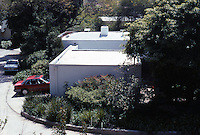 Gregory Ain: Edwards House, 5642 Holly Oak Drive, 1936. (Only the garage and, indirectly, the entrance are visible from the twisting street. Enclosure, privacy.  Photo '91.
