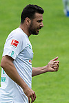 13.07.2019, Parkstadion, Zell am Ziller, AUT, FSP, Werder Bremen vs. Darmstadt 98<br /> <br /> im Bild / picture shows <br /> <br /> Claudio Pizarro (Werder Bremen #14) schaut auf seine Hand -Verletzung / verletzt / Schmerzen<br /> <br /> Foto © nordphoto / Kokenge