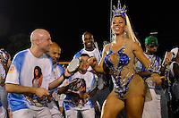 ATENÇÃO EDITOR FOTO EMBARGADA PARA VEÍCULOS INTERNACIONAIS - SÃO PAULO, SP, 03 DE FEVEREIRO DE 2013 - ENSAIO TÉCNICO IMPÉRIO DE CASA VERDE - Madrinha da Bateria Andréia Andrade durante ensaio técnico da Escola de Samba Império de Casa Verde na preparação para o Carnaval 2013. O ensaio foi realizado na noite deste domingo (03) no Sambódromo do Anhembi, zona norte da cidade. FOTO LEVI BIANCO - BRAZIL PHOTO PRESS