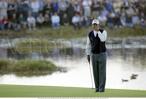 TIGER WOODS (USA) on the 18th green during his match against Parnevik, The 34th Ryder Cup 2002, The Belfry, Sutton Coldfield, 020929. Photo: Glyn Kirk/Action Plus....golf golfer..