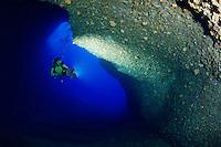 Billinghurst Cave ans scuba diver, Billinghurst Hoehle und Taucher, Gozo, Malta, Sued Europa, Mittelmeer, Mare Mediterraneum, South Europe, Mediterranean Sea