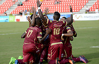 IBAGUÉ -COLOMBIA, 26-01-2016. Jugadores del Deportes Tolima celebran después de anotar un gol a Tigres FC durante partido por la fecha 11 de la Liga Águila I 2017 jugado en el estadio Manuel Murillo Toro de Ibagué. / Players of Deportes Tolima celebrate after scoring a goal to Tigres FC during match for date 11 of the Aguila League I 2017 played at Manuel Murillo Toro stadium in Ibague city. Photo: VizzorImage / Juan Carlos Escobar / Cont