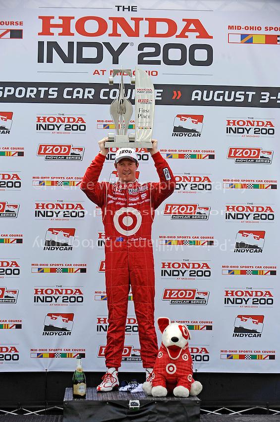 Winner Scott Dixon (#9) on the podium.