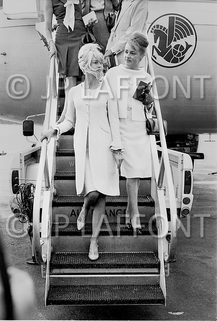 "1965, Jamaica, Queens, New York City, New York State, USA. French actresses Brigitte Bardot and Jeanne Moreau arrive at JFK Airport in New York to promote the film ""Viva Maria"", directed by Louis Malle."
