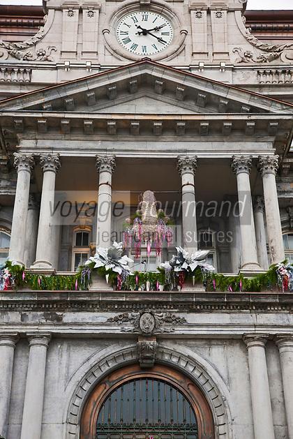 Am&eacute;rique/Am&eacute;rique du Nord/Canada/Qu&eacute;bec/Montr&eacute;al: Balcon de l' H&ocirc;tel de ville de Montr&eacute;al , Oeuvre des architectes Henri-Maurice Perrault et Alexander Cowper Hutchison et est &eacute;rig&eacute;e entre 1872 et 1878. Son style architectural est du Second Empire ou Napol&eacute;on II<br /> C&rsquo;est de ce balcon que le G&eacute;n&eacute;ral de Gaulle, alors pr&eacute;sident de la France, a lanc&eacute; son c&eacute;l&egrave;bre :  Vive le Qu&eacute;bec libre !