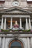 Amérique/Amérique du Nord/Canada/Québec/Montréal: Balcon de l' Hôtel de ville de Montréal , Oeuvre des architectes Henri-Maurice Perrault et Alexander Cowper Hutchison et est érigée entre 1872 et 1878. Son style architectural est du Second Empire ou Napoléon II<br /> C'est de ce balcon que le Général de Gaulle, alors président de la France, a lancé son célèbre :  Vive le Québec libre !