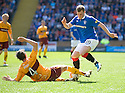 :: RANGERS' GREGG WYLDE IS STOPPED BY MOTHERWELL'S MAURICE ROSS ::