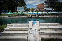 Makedonien.Bowiememorial ved floden Drin i byen Struga ved Ohridsøen. Foto: Jens Panduro