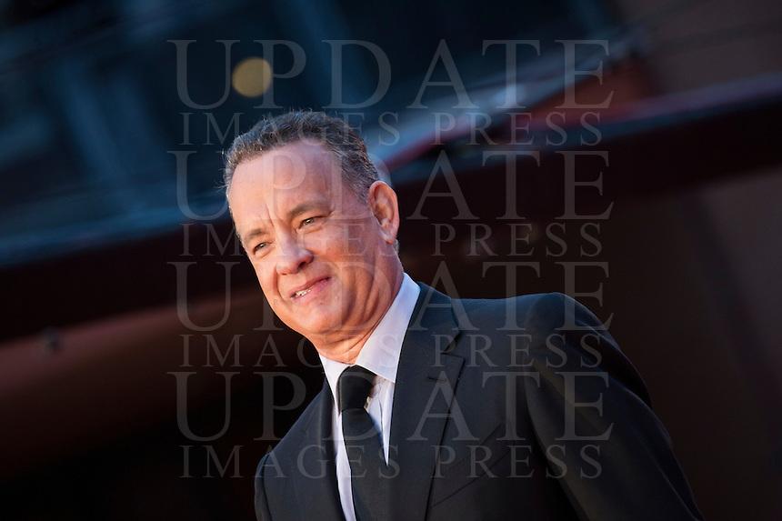 L'attore statunitense Tom Hanks posa sul red carpet del Festival Internazionale del Film di Roma, 13 ottobre 2016.<br /> U.S. actor Tom Hanks poses on the red carpet of the international Rome Film Festival at Rome's Auditorium, 13 October 2016.<br /> UPDATE IMAGES PRESS/Karen Di Paola