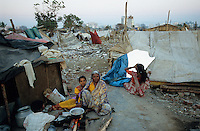 "S?dasien Asien Indien IND Asien Indien Megacity Metropole Mumbai Bombay .Stadtverwaltung hat illegale H?tten im Slum im Stadtteil Malad abgerissen , Korrupte Bauunternehmer bebauen solche Flaechen mit Appartment Wohnhaeusern  - St?dtewachstum Haus H?user Hochhaus H?tten wohnen Notunterkunft Wohnraum Mieten Miete urban Verslumung Slums Migration vom Land Armut Elend Urbanes Leben Slumbewohner Slum Trinkwasser Wasser Obdachlose Obdachlosigkeit Hygiene Stadtplanung Probleme Urbanisierung Abri§ Zerst?rung Immobilien Spekulation Landspekulation Bauunternehmer Slumabri§ abreissen Vertreibung sozial soziale Konflikt Inder indisch xagndaz | .South Asia India Mumbai Bombay .demolished slum in suburban Malad  - Migration poverty misery slums water poor migration from villages living in huts in slum in megacity metropole slum dweller construction housing city growth water health slum demolition .| [ copyright (c) Joerg Boethling / agenda , Veroeffentlichung nur gegen Honorar und Belegexemplar an / publication only with royalties and copy to:  agenda PG   Rothestr. 66   Germany D-22765 Hamburg   ph. ++49 40 391 907 14   e-mail: boethling@agenda-fototext.de   www.agenda-fototext.de   Bank: Hamburger Sparkasse  BLZ 200 505 50  Kto. 1281 120 178   IBAN: DE96 2005 0550 1281 1201 78   BIC: ""HASPDEHH"" ,  WEITERE MOTIVE ZU DIESEM THEMA SIND VORHANDEN!! MORE PICTURES ON THIS SUBJECT AVAILABLE!! INDIA PHOTO ARCHIVE: http://www.visualindia.net ] [#0,26,121#]"