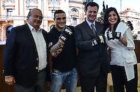 ATENCAO EDITOR IMAGEM EMBARGADA PARA VEICULOS INTERNACIONAIS - SAO PAULO, SP, 28 DEZEMBRO 2012 - Da esquerda para a direita o secretario municipal de esportes, lazer e recreacao Antonio Moreno Neto, o lutador Daniel Serafian, o prefeito Gilberto Kassab e a lider do UFC no Brasil Grace Tourin durante cerimonia onde se oficializou o apoio municipal aos eventos do UFC em Sao Paulo, no gabinete do prefeito, regiao central, na tarde desta sexta feira, 28. (FOTO: ALEXANDRE MOREIRA / BRAZIL PHOTO PRESS).