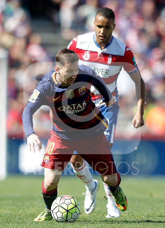 Granada's Youssef El Arabi (r) and FC Barcelona's Leo Messi during La Liga match. May 14,2016. (ALTERPHOTOS/Acero)