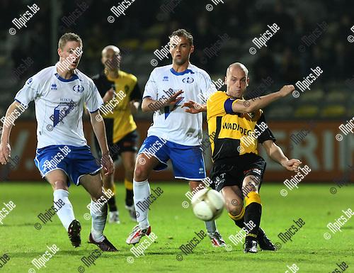 2009-10-23 / Voetbal / Lierse SK - Tienen / Cavens (Lierse) zet voor..foto: mpics
