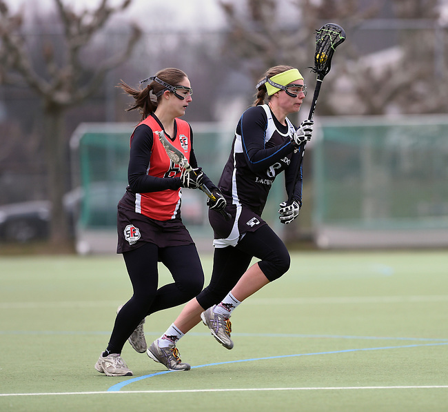 Frankfurt am Main, Germany, March 14: During the Damen 1. Bundesliga West Lacrosse match between SC 1880 Frankfurt and Duesseldorfer Hirschkuehe on March 14, 2015 at the SC 1880 Frankfurt in Frankfurt am Main, Germany. Final score 20-13 (13-8). (Photo by Dirk Markgraf / www.265-images.com) *** Local caption *** Monika Ziegler #8 of Duesseldorfer Hirschkuehe, Erin Hamling #6 of SC 1880 Frankfurt