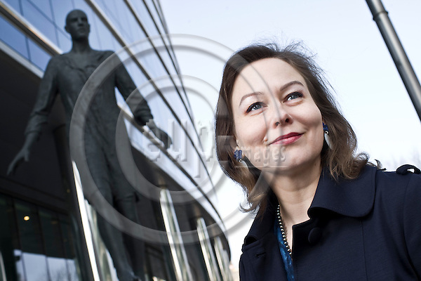 BRUSSELS  -  BELGIUM  - 29 MARCH 2011 -- Journalist Annamari Sipilä, the Brussels based EU correspondent for the Finnish daily newspaper Helsingin Sanomat, infront of the Berlaymont building the Hq of the European Commission. -- PHOTO: Juha ROININEN / EUP-Images
