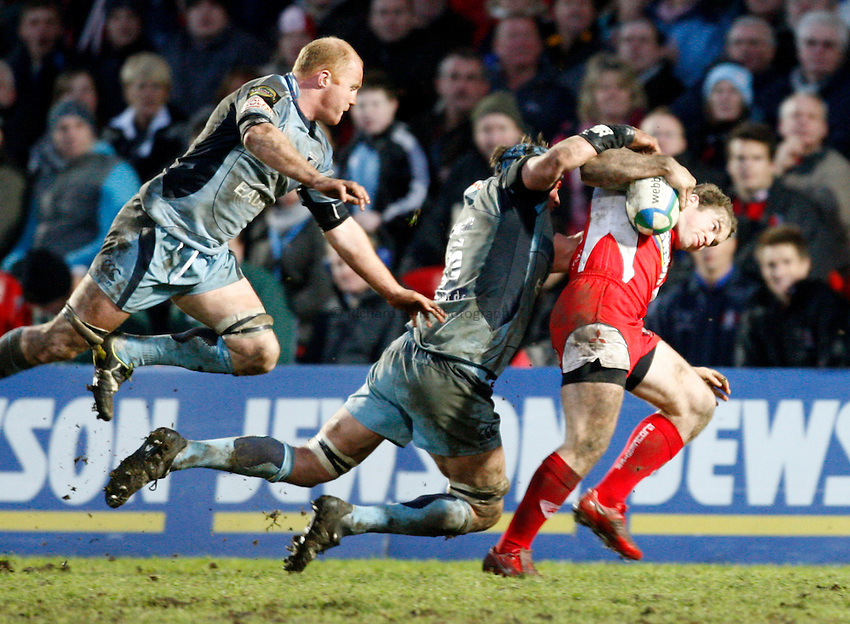 Photo: Richard Lane/Richard Lane Photography. Gloucester Rugby v Cardiff Blues. Heineken Cup. 18/01/2009. Gloucester's James Simpson-Daniel is tackled.