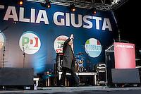 Milano: manifestazione del Partito Democratico per sostenere la candidatura di Umberto Ambrosoli a presidente della Regione Lombardia e Pier Luigi Bersani a Presidente del Consiglio..Vendola sale sul palco