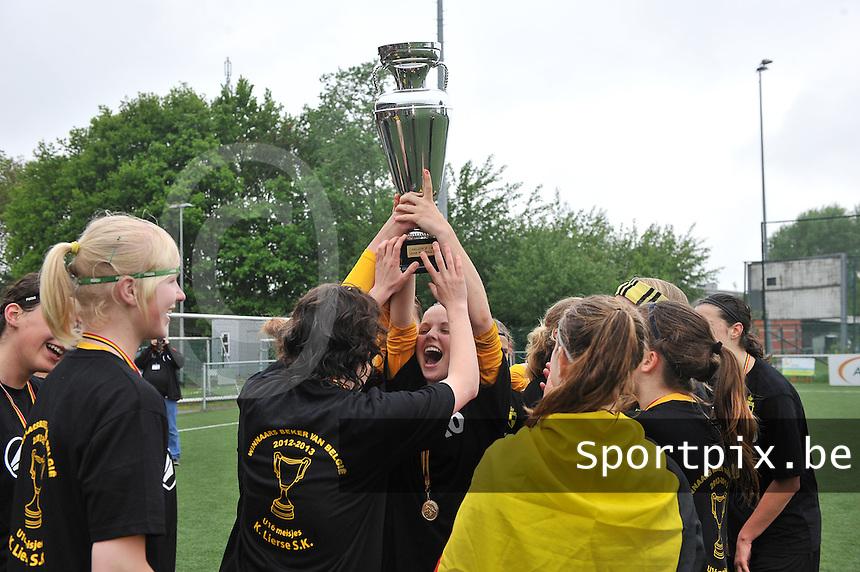 Bekeruitreiking Beker Van Belgie U16 meisjes / Dames : feestvreugde bij de meisjes van Lierse na de overwinning en de uitreiking van de Beker van Belgie U16.foto Joke Vuylsteke / Nikonpro.be