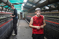 Harris Tweed Hebrides, the award-winning company based at Shawbost on the west coast of the Isle of Lewis, now accounts for around 90 per cent of Harris Tweed production. Export everywhere.  Harris Tweed Hebrides produce circa il 90% di tutto il tweed esportando in tutto il mondo<br /> Due operai nella zona di filatura