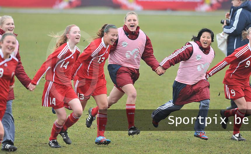 Denmark U17 - Germany U17 : vreugde bij Denemarken na de winst.foto Joke Vuylsteke / Vrouwenteam.be