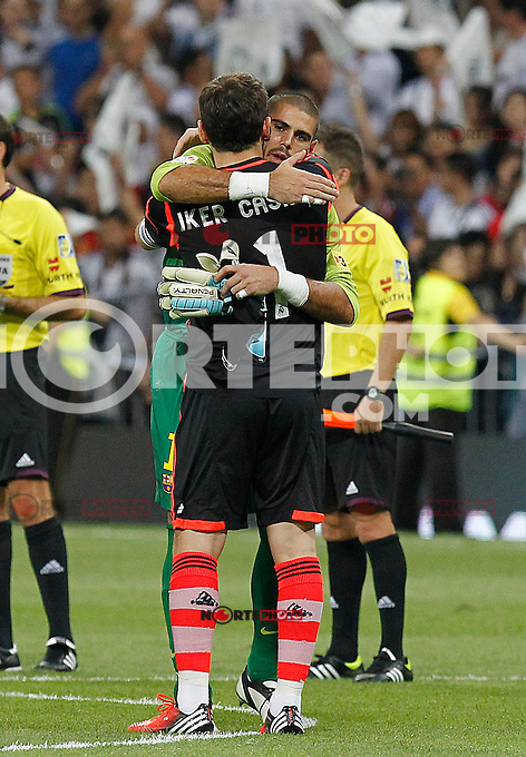 Real Madrid's Iker Casillas and Barcelona's Victor Valdes during Spanish Supercup 2nd match on august 29 2012...Photo: Cebola / Cid-Fuentes / ALFAQUI /NortePhoto.com<br />