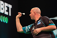 27th October 2019, Gottingen, Lower Saxony, Germany:  PDC European Championships; Semi-final rounds. Rob Cross of England shoots against Gurney.