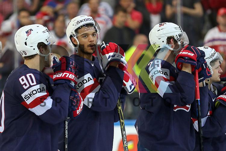 Team USA Gewinnt Bronze, USAs Lee, Anders (Nr.90)(New York Islanders), USAs Jones, Seth (Nr.3)(Nashville Predators)  und USAs Nelson, Brock (Nr.29)(New York Islanders)  nach dem Spiel IIHF WC15 USA vs. Czech Republic die Cermony Bronze.<br /> <br /> Foto &copy; P-I-X.org *** Foto ist honorarpflichtig! *** Auf Anfrage in hoeherer Qualitaet/Aufloesung. Belegexemplar erbeten. Veroeffentlichung ausschliesslich fuer journalistisch-publizistische Zwecke. For editorial use only.