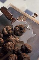 Europe/France/Midi-Pyrénées/46/Lot/Cahors: Truffes et rape à truffes