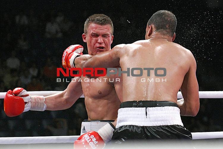 IBF-Weltmeisterschaft Mittelgewicht Arthur Abraham (GER) vs. Sebastien Demers (CAN)<br /> Sieger Dominik Britsch (blaue Hose)<br /> Foto &copy; nph ( nordphoto )